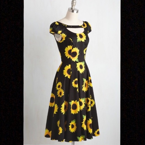 19e224bd1916 Modcloth Philadelphia Glory Sunflower Dress. M_5ab96d085521be5c5c96de04